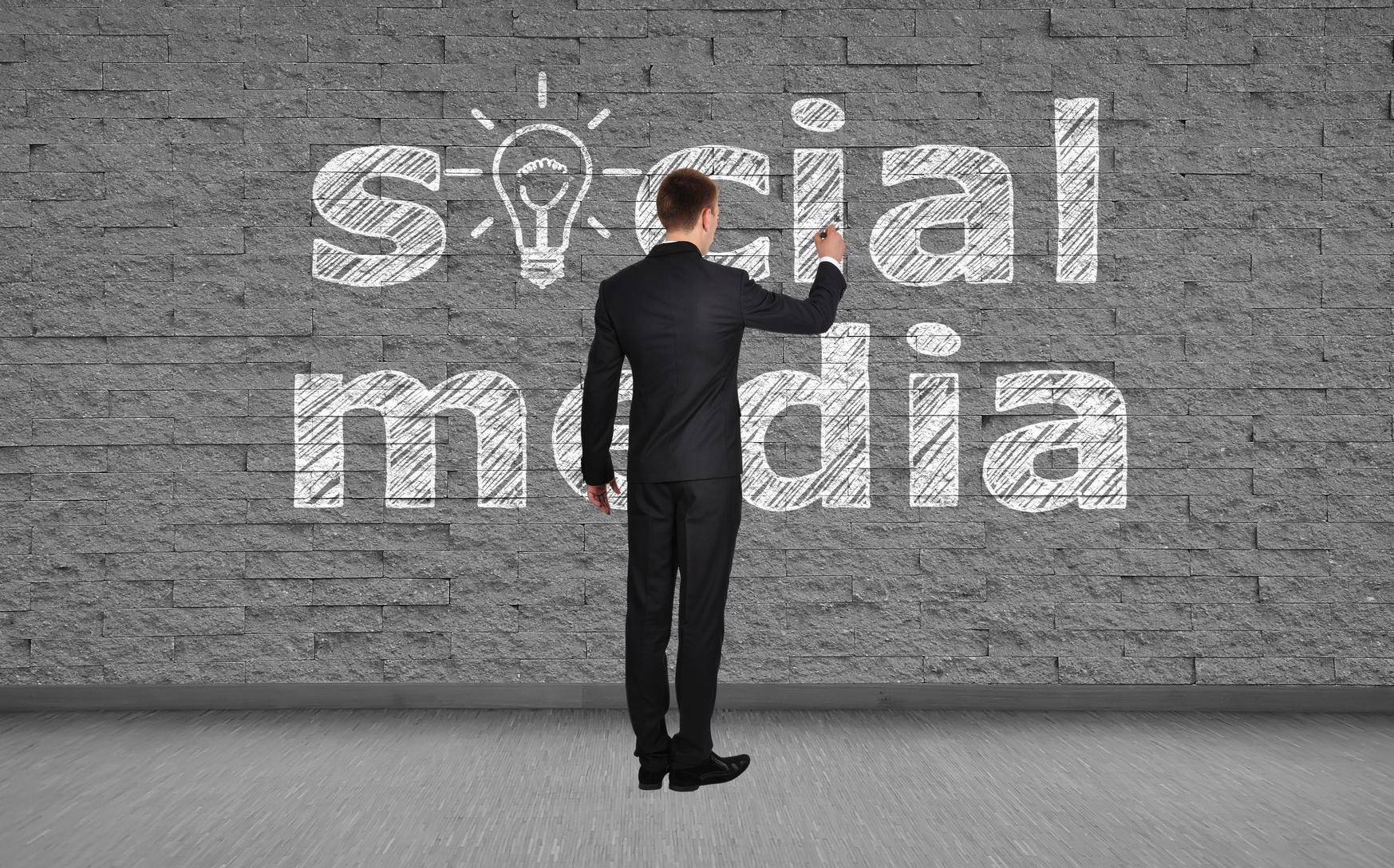 Social_Media_Wall_Chalk