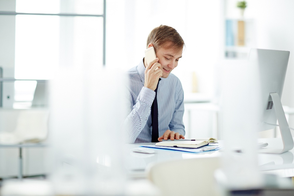 sales-person-on-phone-and-computer-1